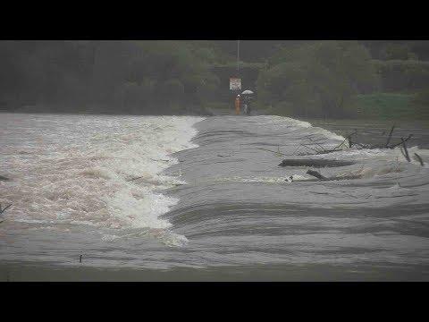大型の台風10号、西日本上陸か  濁流が四万十川の沈下橋をのみ込む