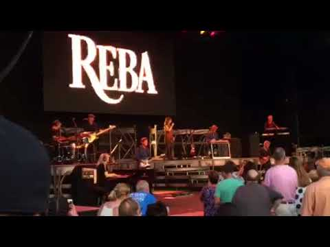 Reba McEntire - Turn On Your Radio @ Fraze Pavilion (08/04/18)