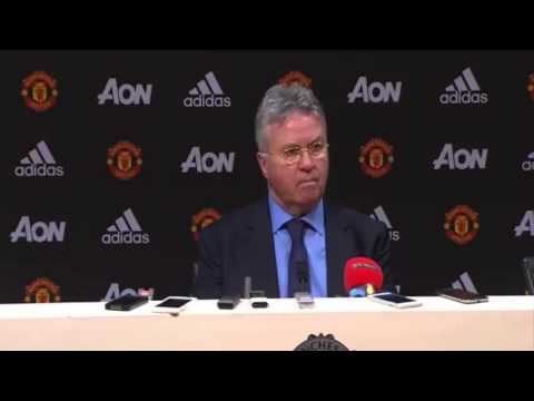 """""""It's difficult for me to judge!"""" Hiddink refuses to say whether Louis van Gaal should lose his job"""