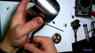 Настольная светодиодная лампа своими руками. Автономный светильник(В этом видео показано как сделать настольную светодиодную лампу из ненужных и не очень вещей., 2015-04-28T01:35:58.000Z)