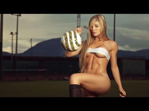 Спортивные девушки с мячом