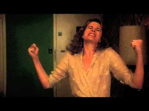 Candice Bergen sings