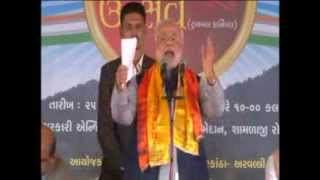 Narendra Modi addressing Aravalli Utsav at Shamlaji in Sabarkantha