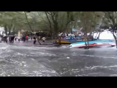 Video Amatir Detik detik Ombak Besar Pantai Selatan