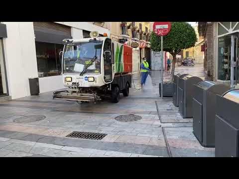 Máquinas de Sadeco que baldean y desinfectan a la vez las calles de Córdoba