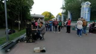 Демис Русос - Сувенир на уличном разбитом пианино. Дело мастера боится...