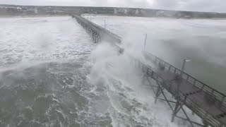 Ouragan Florence: des vagues impressionnantes dans la ville de Surf City en Caroline du Nord