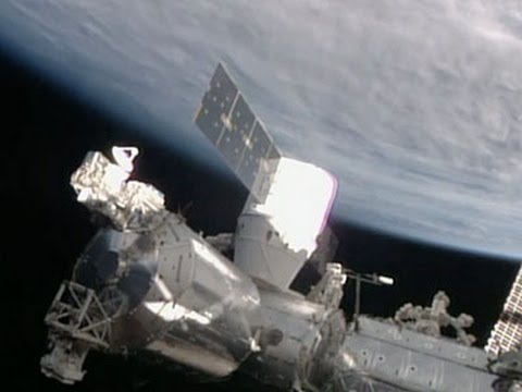 Raw: SpaceX Supply Ship Arrives at Space Station