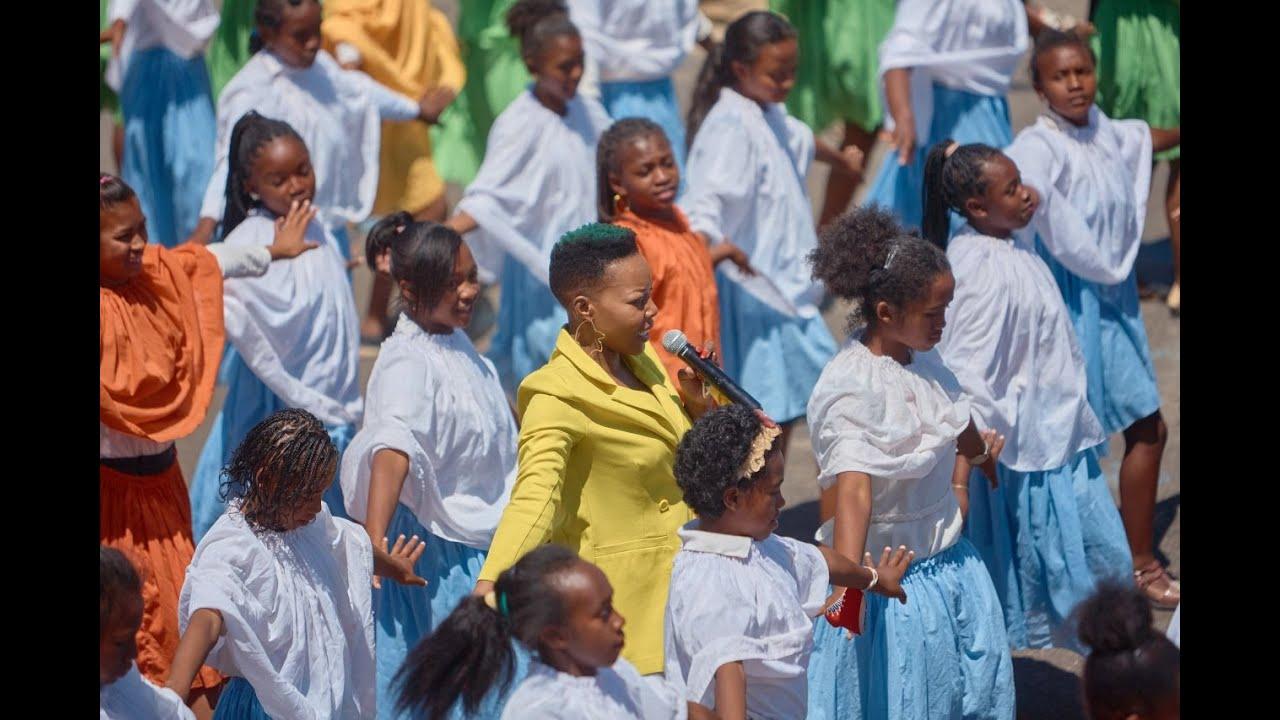 One of the biggest Jerusalema challenge in Madagascar | Nomcebo Zikode | Akamasoa 2020 | 5G by Telma