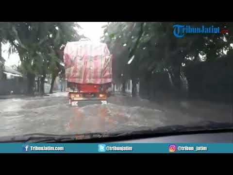 Jalan Berbek Industri, Sidoarjo Banjir, Banyak Motor...
