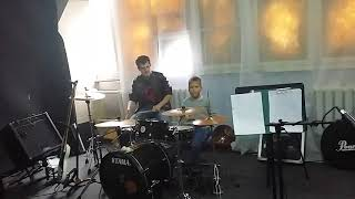 Уроки обучения игры на барабанах в Школе Рока