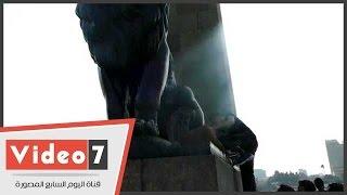 لالتقاط الصور التذكارية.. كسر جزء من السياج الحديدى لأسود قصر النيل