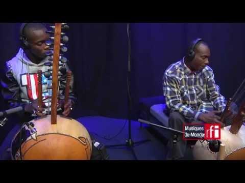 Toumani & Sidiki Diabate inteprètent «Kaïra» dans Musiques du Monde sur #RFI