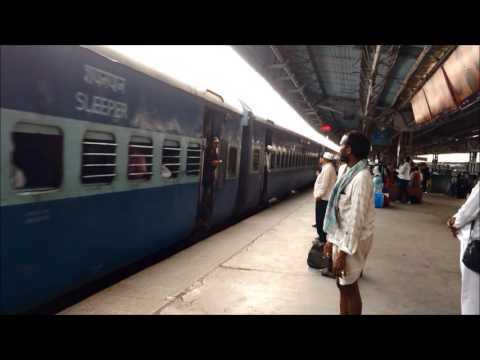 INDAIN RAILWAYS: 16382 MUMBAI CST- KANYAKUMARI EXPRESS ARRIVES THANE WITH FULL RESPECT!!!!!!!
