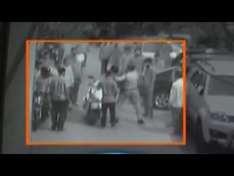 Brave of Delhi Police Constable Caught Chain Snatcher in Filmy Style | CCTV Footage