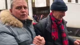 От слезоточивого газа постадал пожилой активист