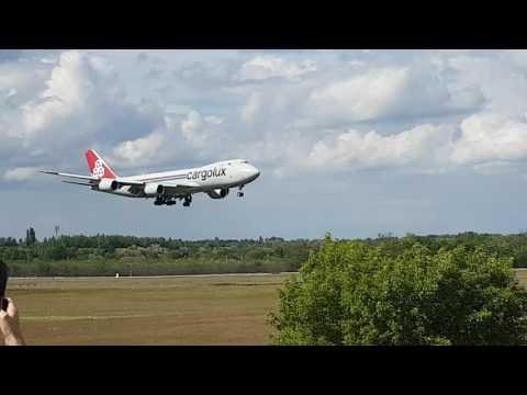 Cargolux Budapest landing