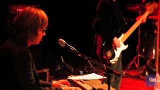 "The Jayhawks - ""She Walks In So Many Ways"" (eTown webisode 176)"