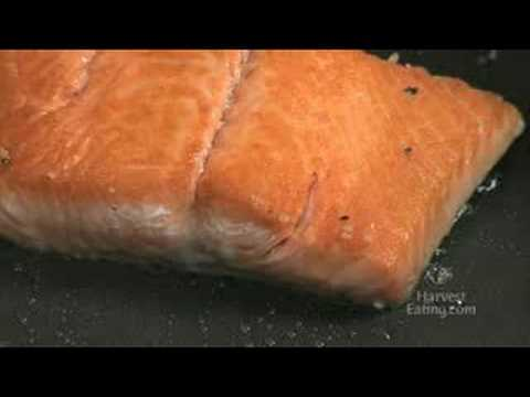 Video Recipe: Eggs with Seared Salmon with Leeks
