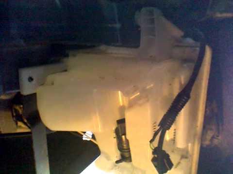 где расположен мотор омывателя на фольксваген поло