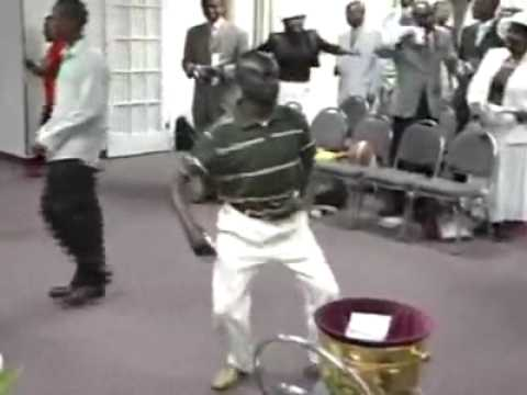 Bro Franklin Mad dancing in the church [www.Naijapals.com]