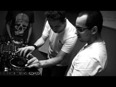 Curso de DJ com Ilya Simioni na DJ Ban EMC