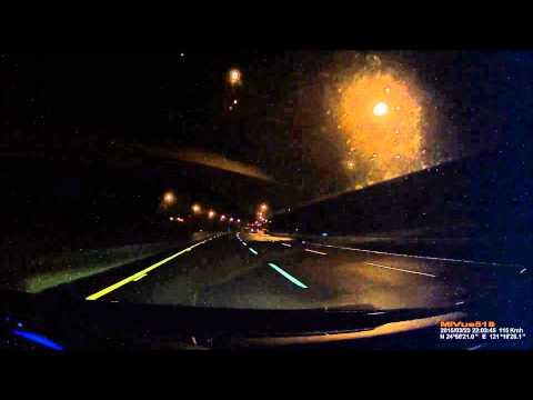 丹龍GE33+MIO518下雨的夜間高速公路行駛狀況
