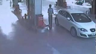 July 2011 RAW Video Gas Station Worker Strangled in Gas Hose by Car Drive Off ε(●̮̮̃•̃)з