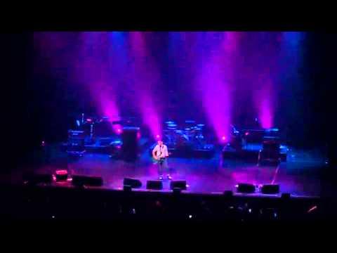 Abang 'enda (ungu )live on singapore Esplanade