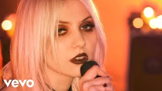Смотреть клип The Pretty Reckless - Just Tonight