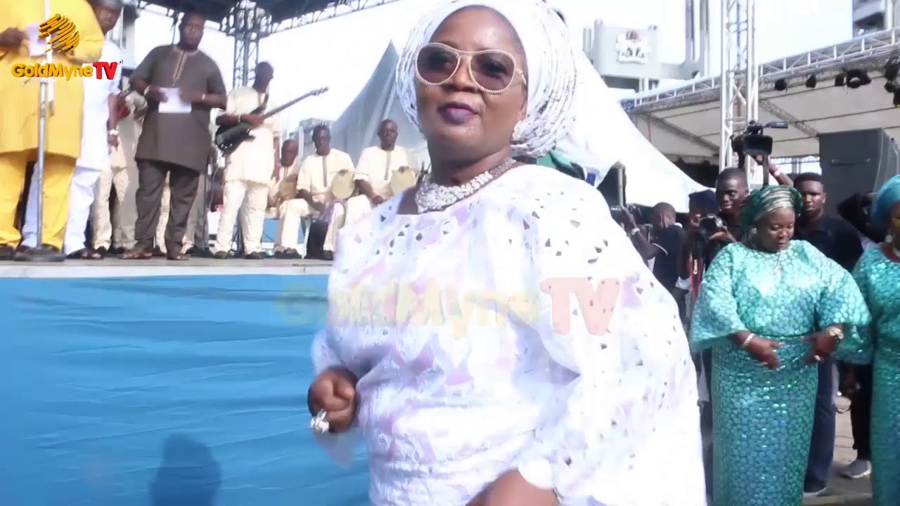 Download TINUBU'S DAUGHTER SPECIAL DANCE AT THE 6TH REMEMBRANCE OF LATE ALHAJA MOGAJI ABIBATU WITH K1