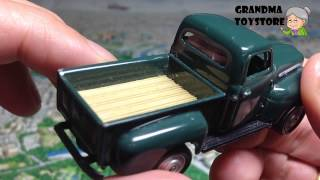 Unboxing Toys Review/demos - Tomica Classic Old Ford Pick Up Truck Welly Green White Fender