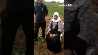 فلسطينية ستينية ترعى الأغنام بين مستوطنتين