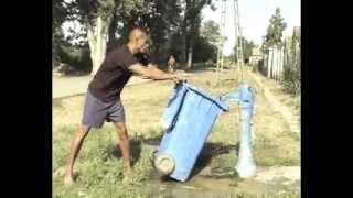 Repeat youtube video Közösségi biobrikett gyártás Toldon