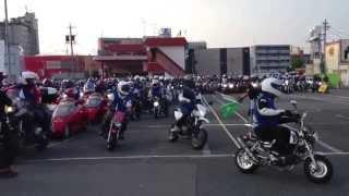 全国から集まった550名のバイクファンが 2013-7-27 鈴鹿サーキットに向...