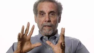 Repeat youtube video Daniel Goleman Introduces Emotional Intelligence