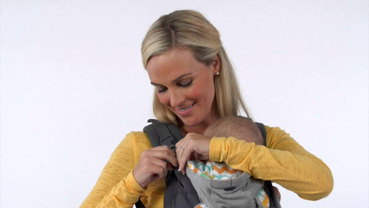 96aff54220a Cuddle Up™ Ergonomic Hood Carrier (Demo). Infantino