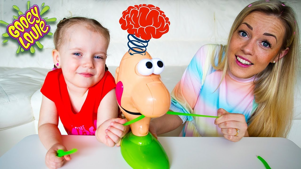 Gaby Alex and Mommy playing Family Fun Game Gooey Louie