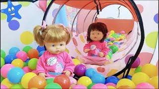 ANI y ONA se divierten en su SUPER CUARTO DE JUEGOS con la muñeca bebé Nenuco masajitos thumbnail