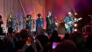 New! Boy George & Culture Club Live feat. Gladys knight! Runaway Train