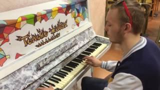 """Мот - """"Капкан"""" в торговом центре на фортепиано"""
