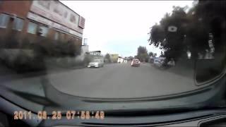 Москвич въезжает в магазин