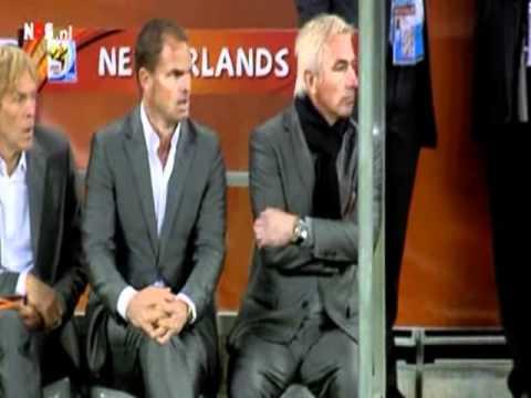 Bert van marwijk tijdens Nederland Uruguay