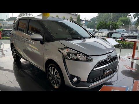 Toyota Sienta V Silver