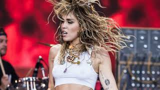 Miley Cyrus - Nothing Else Matters (Metallica Cover) [Live at Glastonbury 2019]