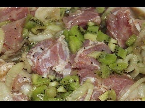 Замариновать мясо в киви