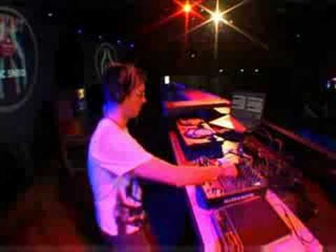 Eric Sneo @ Mayday *Live*