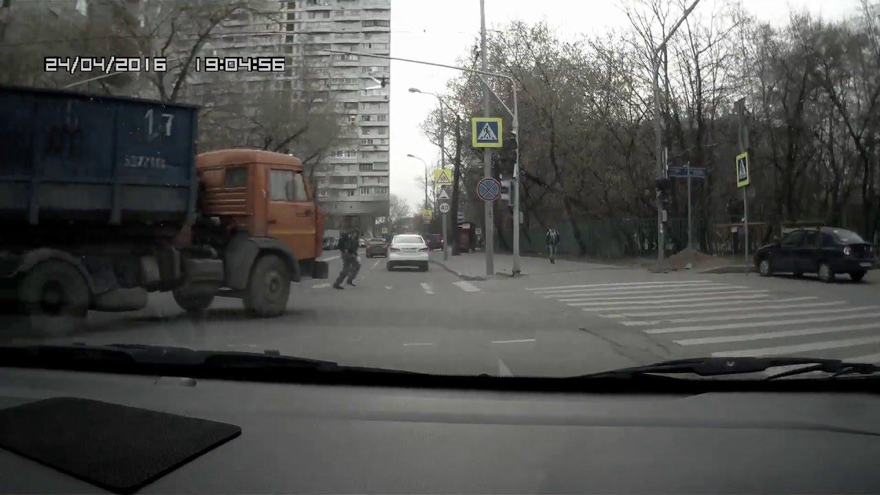 Пешеход и КамАЗ