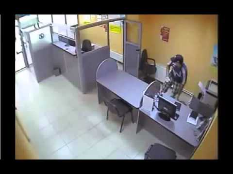 Bank Robbery in 1 minute 25 seconds caught by cctv camera