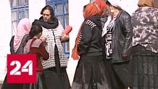 Смотреть видео Цыгане добровольно покинули Чемодановку: куда направилась община - Россия 24 онлайн
